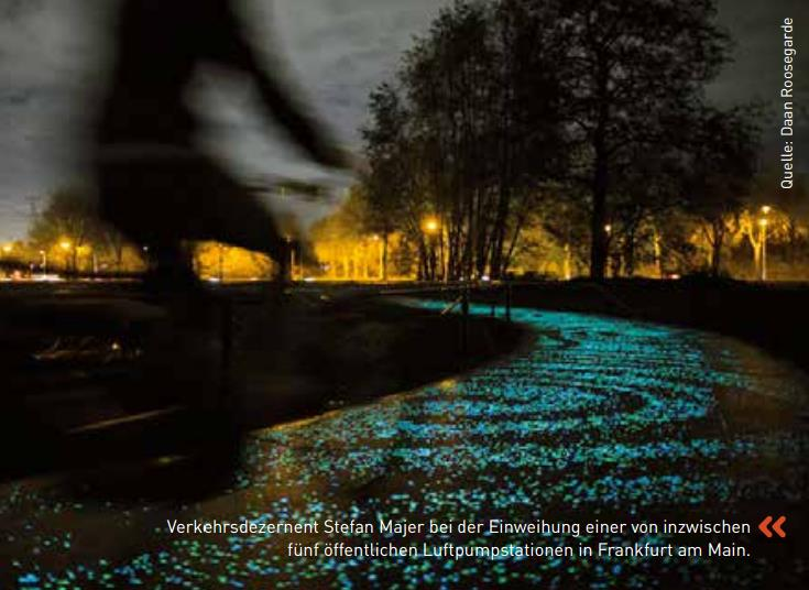 Illuminierter Fahrradweg in Nuenen/Niederlande Quelle: Daan Roosegarde.