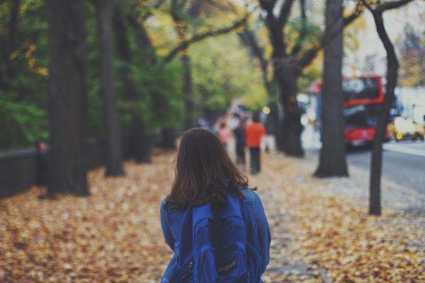 Ciao Elterntaxi! Darum sollten Kinder selbständig zur Schule gehen