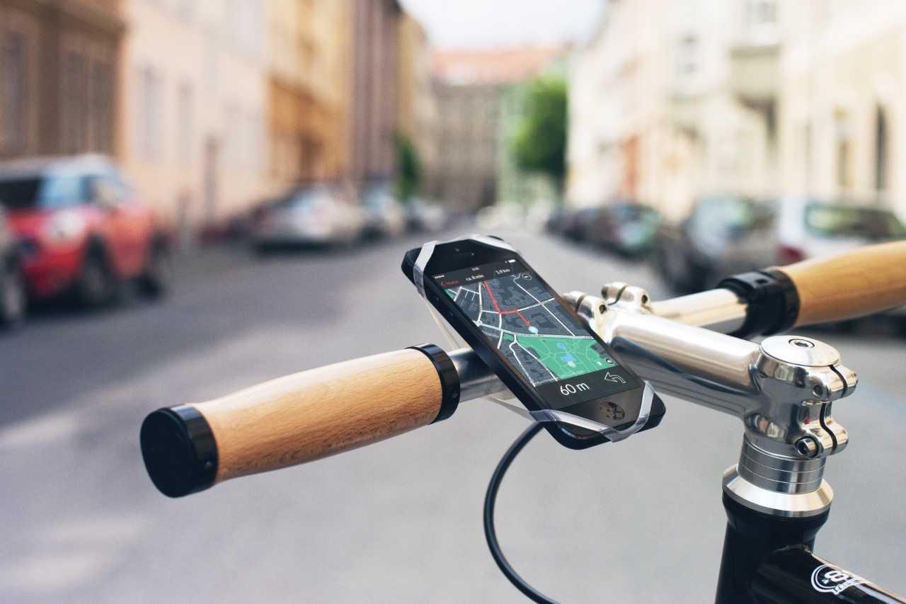 Universal-Handyhalterung von Finn zum Montieren deines Smartphones an den Lenker.